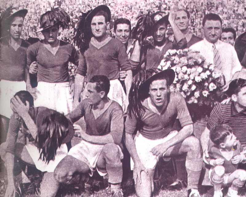 Scudetto 1942, i festeggiamenti dei calciatori giallorossi per il primo scudetto conquistato nel 1942.