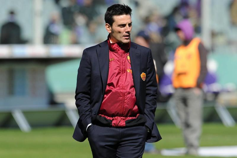 Vincenzo Montella allenatore della Roma, in tuta e giacca