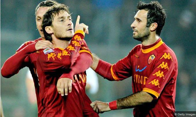 2010/11, esultanza polemica verso il pubblico bianconero in Juventus-Roma