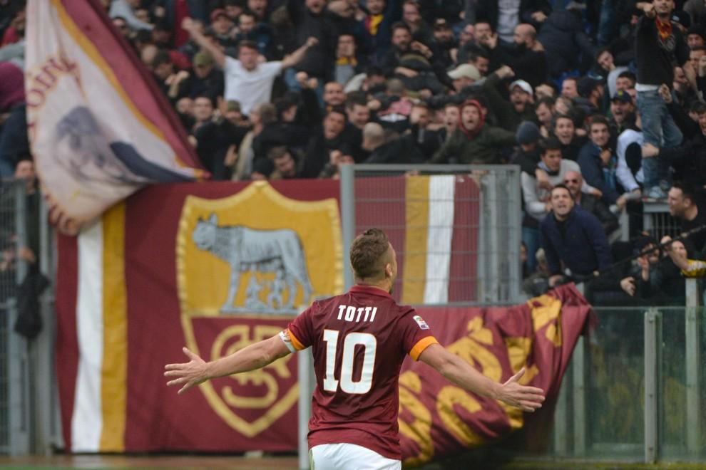 2014/15 Roma-Lazio, Totti autore di una doppietta