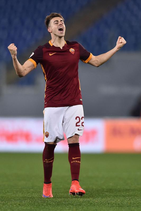 El Shaarawy esulta dopo il gol in Roma-Frosinone, l'esordio per lui in giallorosso
