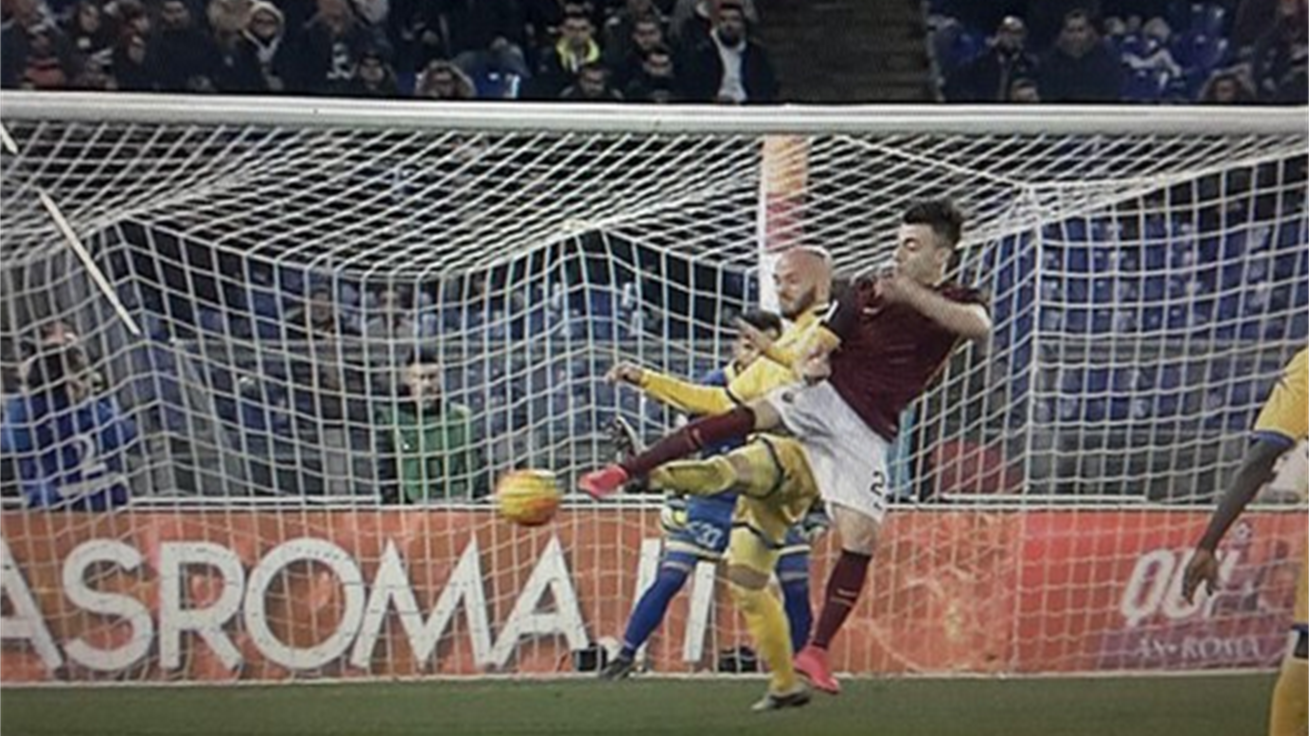 Il gol di tacco di El Shaarawy in Roma-Frosinone